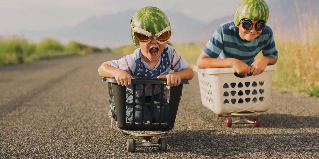 Innere Kinder in Wäschekörben